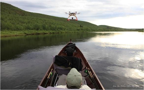 Filming av elvebåtkjøring