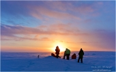 on the plateau to see the sunset. A cold experience