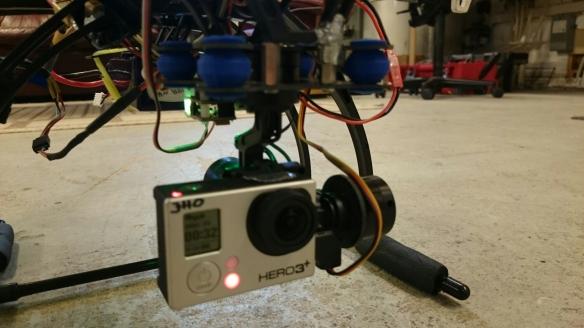 Hexacopter med en tre axses kameragimbal.