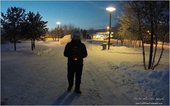 Kaldt i Karasjok i dag. Jan Helmer Olsen flyr litt hexacopter 23. desember 2014